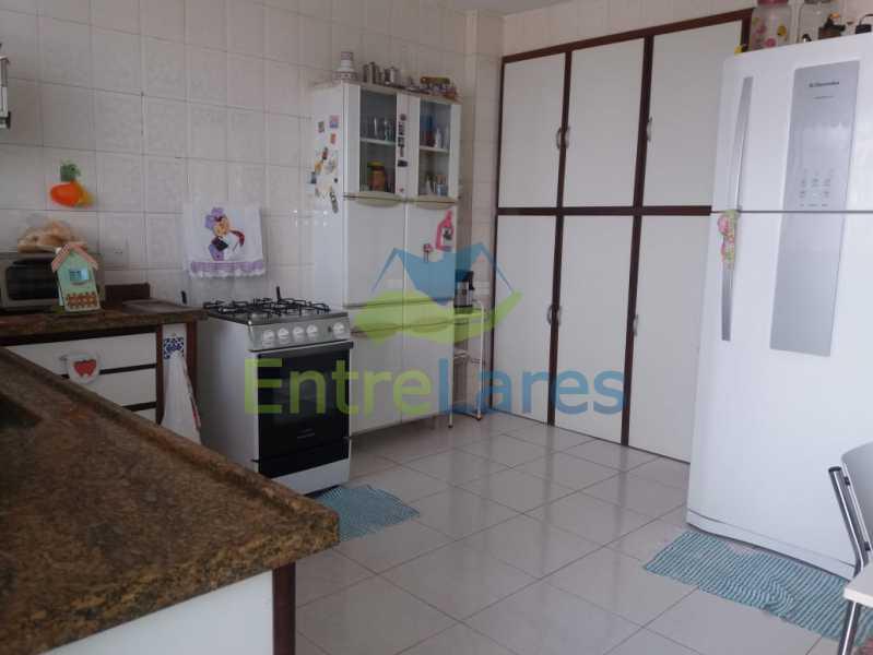 2 - Casa Duplex na Portuguesa 3 quartos sendo 1 suíte, varanda, cozinha planejada, piscina, cisterna, 4 vagas de garagem. - ILCA30107 - 16