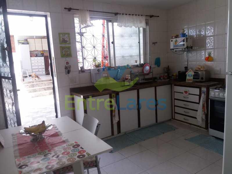 13 - Casa Duplex na Portuguesa 3 quartos sendo 1 suíte, varanda, cozinha planejada, piscina, cisterna, 4 vagas de garagem. - ILCA30107 - 17