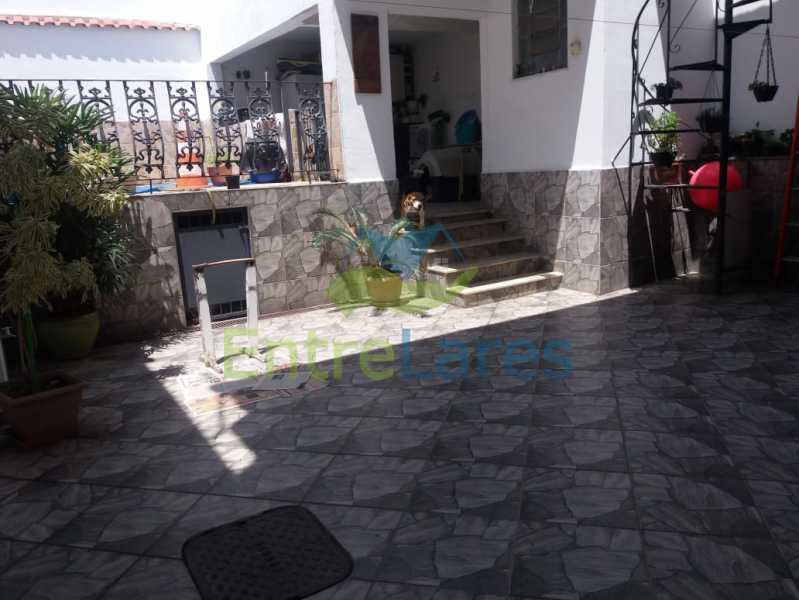14 - Casa Duplex na Portuguesa 3 quartos sendo 1 suíte, varanda, cozinha planejada, piscina, cisterna, 4 vagas de garagem. - ILCA30107 - 15