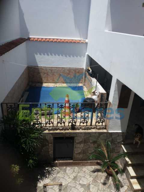30 - Casa Duplex na Portuguesa 3 quartos sendo 1 suíte, varanda, cozinha planejada, piscina, cisterna, 4 vagas de garagem. - ILCA30107 - 25