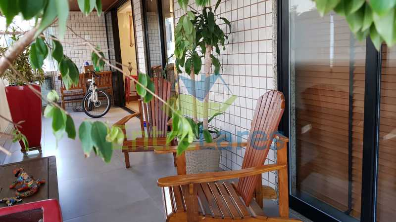D3 - Cobertura duplex no Jardim Guanabara 4 quartos sendo 2 suítes planejadas 1 delas master com closet, varandão, cozinha planejada, sala de tv, sala de jogos, área gourmet, piscina com deck, 3 vagas. Rua Babaçu - ILCO40006 - 20