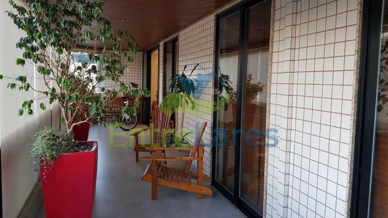 D5 - Cobertura duplex no Jardim Guanabara 4 quartos sendo 2 suítes planejadas 1 delas master com closet, varandão, cozinha planejada, sala de tv, sala de jogos, área gourmet, piscina com deck, 3 vagas. Rua Babaçu - ILCO40006 - 21