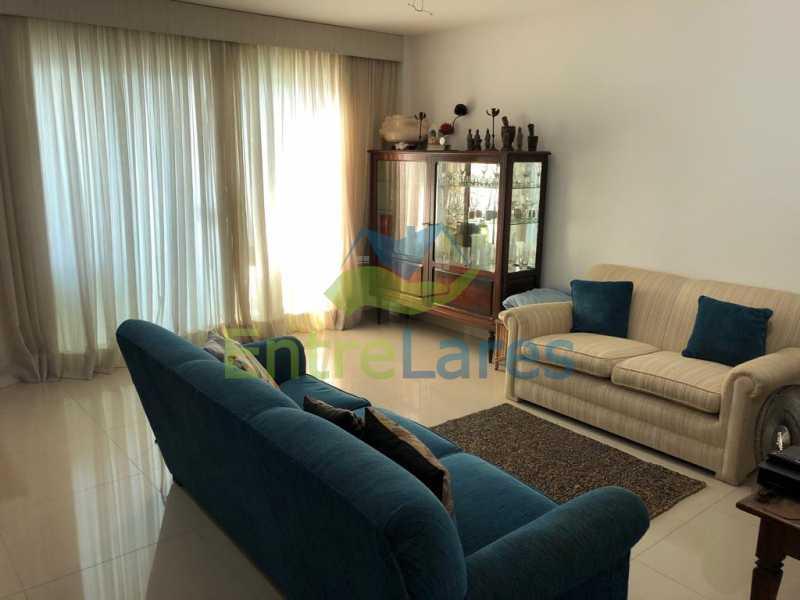 A1 - Casa em condomínio fechado na Praia da Bandeira 4 quartos sendo 1 suíte e 3 com acesso a varanda, lavabos, área de serviço com banheiro, cozinha, 2 vagas. Rua Ambaitinga - ILCN40004 - 1