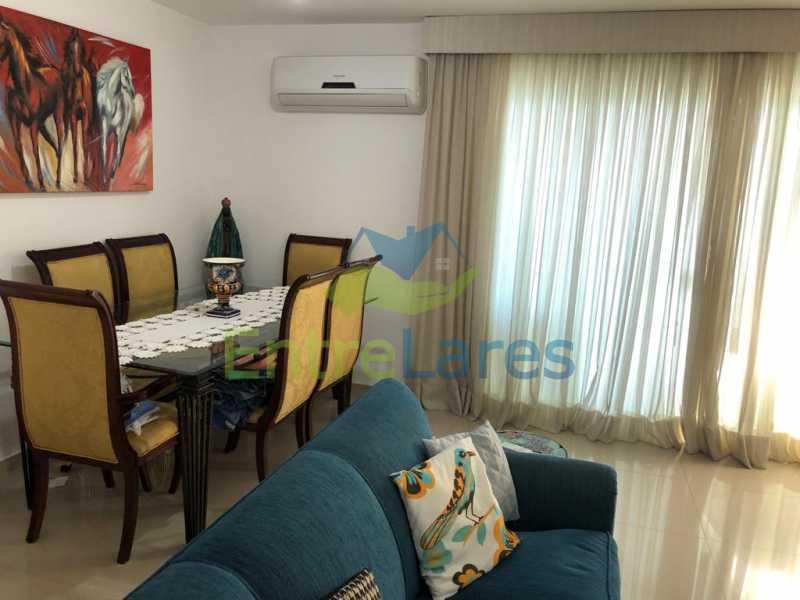 A2 - Casa em condomínio fechado na Praia da Bandeira 4 quartos sendo 1 suíte e 3 com acesso a varanda, lavabos, área de serviço com banheiro, cozinha, 2 vagas. Rua Ambaitinga - ILCN40004 - 3