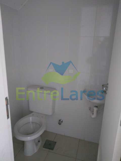 E2 - Casa em condomínio fechado na Praia da Bandeira 4 quartos sendo 1 suíte e 3 com acesso a varanda, lavabos, área de serviço com banheiro, cozinha, 2 vagas. Rua Ambaitinga - ILCN40004 - 13