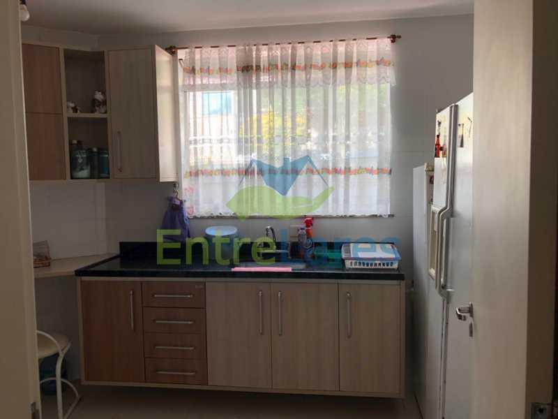 F2 - Casa em condomínio fechado na Praia da Bandeira 4 quartos sendo 1 suíte e 3 com acesso a varanda, lavabos, área de serviço com banheiro, cozinha, 2 vagas. Rua Ambaitinga - ILCN40004 - 17
