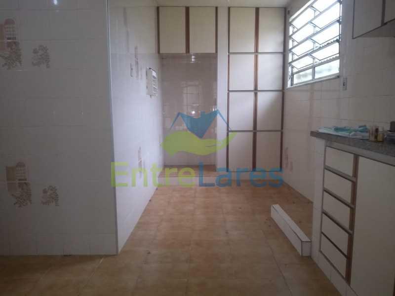H2 - Casa no Cocotá com 4 quartos sendo 1 suíte quintal, cozinha reformada com armários planejados, 4 vagas de garagem. Rua Marquês de Muritiba - ILCA40089 - 26