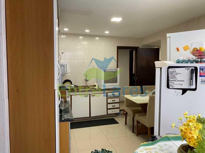 E1 - Apartamento no Taúa - 3 Quartos com armários embutidos e sendo um suíte - 3 Banheiros - Cozinha planejada - 1 Vaga - Com Elevador - Rua Jaime Perdigão - ILAP30309 - 13