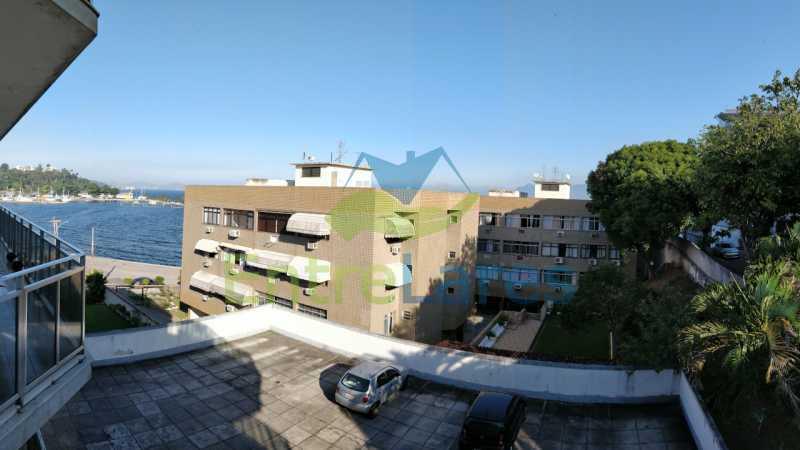 21_Suite_varanda - Jardim Guanabara sala com varanda, 3 quartos planejados sendo 1 suíte com hidromassagem com varanda com vista mar, cozinha ampla com armários. 2 vagas de garagem sendo 1 coberta. Rua Agostinho dos Santos. - ILAP30311 - 22