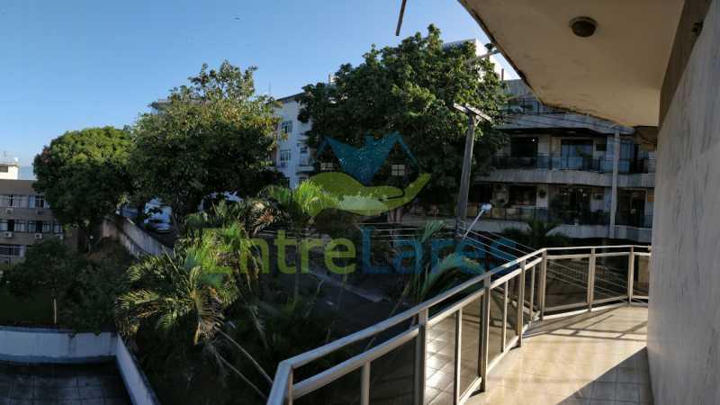 22_Suite_varanda - Jardim Guanabara sala com varanda, 3 quartos planejados sendo 1 suíte com hidromassagem com varanda com vista mar, cozinha ampla com armários. 2 vagas de garagem sendo 1 coberta. Rua Agostinho dos Santos. - ILAP30311 - 23