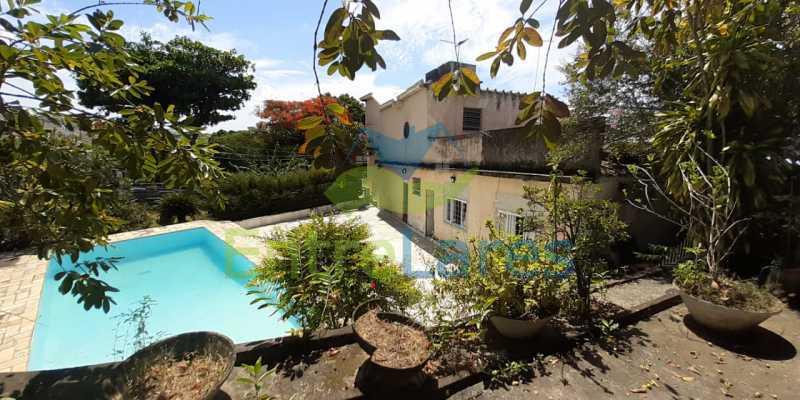 J2 - Tauá, excelente casa duplex com ampla área de lazer com piscina, 4 quartos sendo 2 suítes, varandão. Vasta área de terreno - Vaga para 4 carros. - ILCA40102 - 27