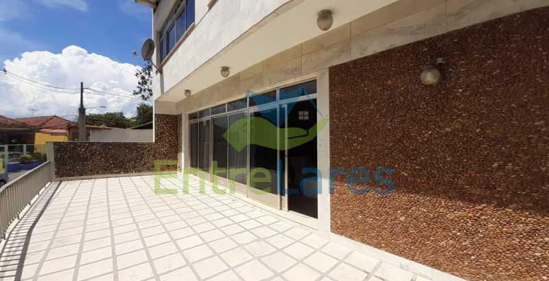 J4 - Tauá, excelente casa duplex com ampla área de lazer com piscina, 4 quartos sendo 2 suítes, varandão. Vasta área de terreno - Vaga para 4 carros. - ILCA40102 - 29