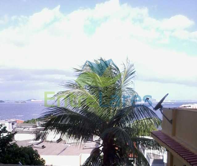 1 - Praia da Bandeira 6 quartos - Terreno com três casas para um total de seis quartos, piscina, churrasqueira, garagem e belíssima vista. - ILCA60006 - 4