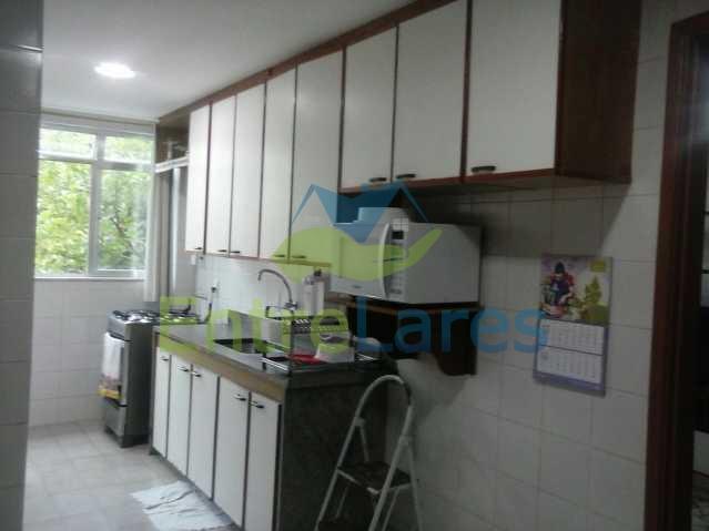 40 - Pitangueiras - Apartamento reformado com dois dormitórios, armários, varanda, dependências, garagem, elevador - ILAP20132 - 20