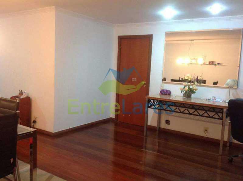 11 - Jardim Guanabara . 4 quartos sendo 2 suítes sendo 1 master com hidromassagem. 3 vagas na escritura. Rua Ipiru - ILAP40033 - 11