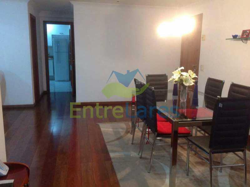 12 - Jardim Guanabara . 4 quartos sendo 2 suítes sendo 1 master com hidromassagem. 3 vagas na escritura. Rua Ipiru - ILAP40033 - 12