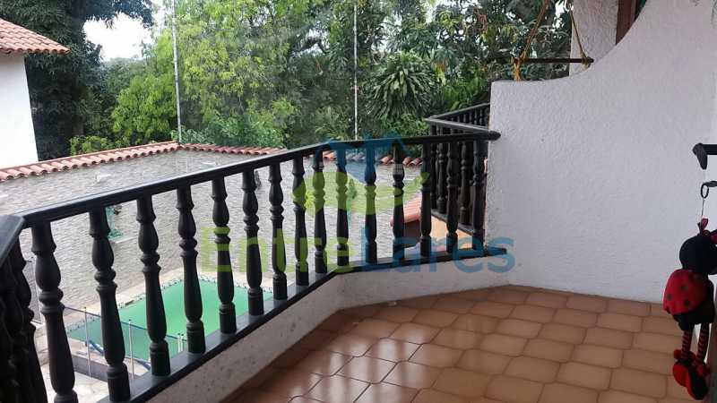 36a - Casa nas Pitangueiras - Estilo colonial - Vista Baía de Guanabara, 5 quartos, 2 vagas de garagem, sauna, piscina. Rua Pracinha José Varela - ILCA50031 - 21