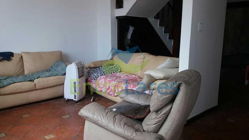 11 - Casa no Jardim Carioca, 6 quartos. 2 grandes casas estilo colonial. Total 6 quartos sendo 2 suítes, 2 vagas de garagem. - ILCA60012 - 17