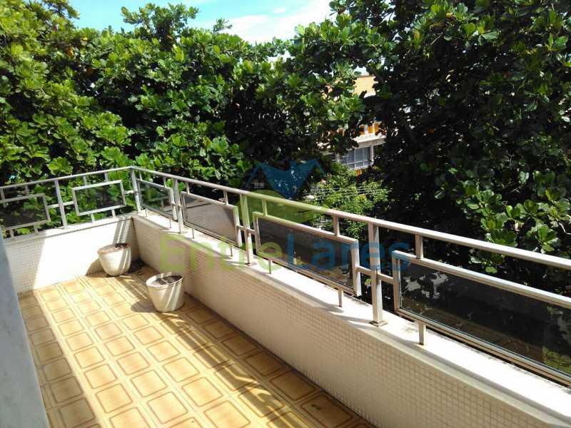 5 - Apartamento no Jardim Guanabara, 3 quartos sendo 1 suíte, precisando modernizar, 2 vagas de garagem. Rua Aylton Vasconcellos. - ILAP30195 - 3