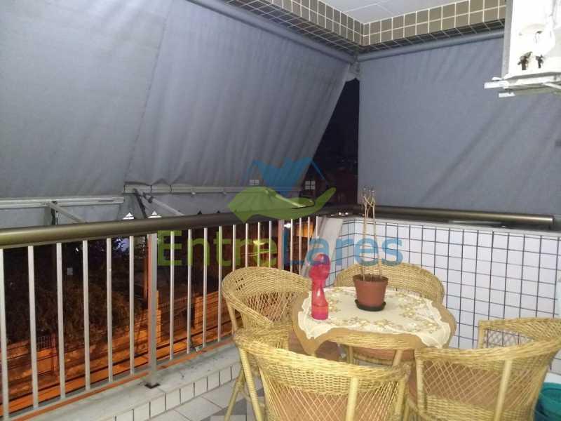 3a - Apartamento no Cacuia 2 quartos, varanda, dependência completa, 2 vagas de garagem. Estrada da Bica. - ILAP20335 - 3