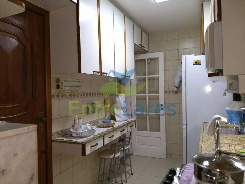 38 - Apartamento no Cacuia 2 quartos, varanda, dependência completa, 2 vagas de garagem. Estrada da Bica. - ILAP20335 - 14