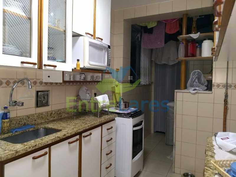 40 - Apartamento no Cacuia 2 quartos, varanda, dependência completa, 2 vagas de garagem. Estrada da Bica. - ILAP20335 - 15