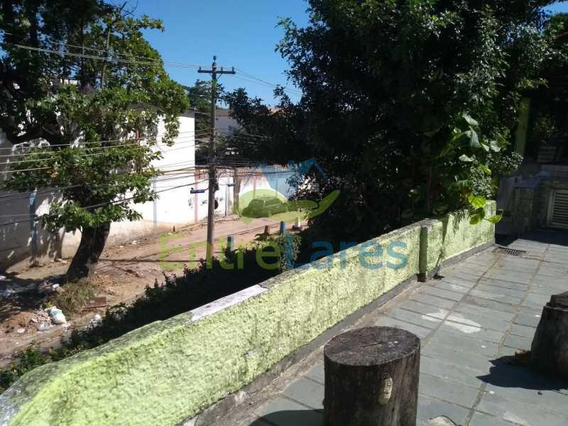 4 - Casa no Cacuia 3 quartos sendo 1 suíte, varandão, canil, 2 vagas de garagem. - ILCA30101 - 1