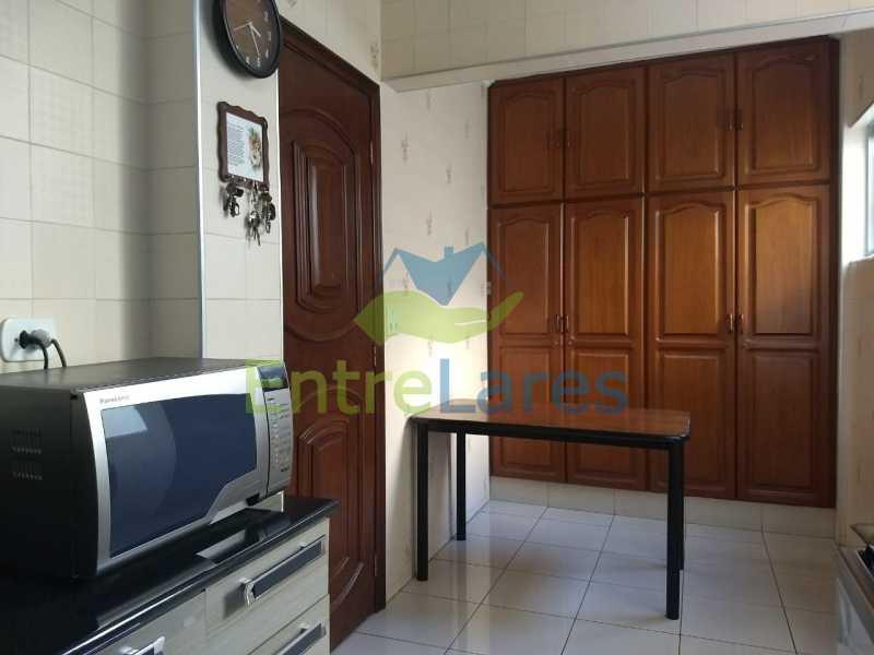 49 - Apartamento no Moneró 3 quartos sendo 1 suíte, varandão, dependência completa, 1 vaga de garagem. - ILAP30216 - 21