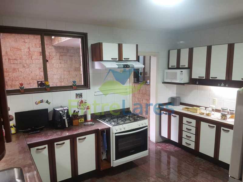 22. - Apartamento na Ribeira 3 quartos planejados sendo 1 suíte, copa cozinha planejada, dependência completa. 2 vagas de garagem. Rua Paramopama - ILAP30222 - 22