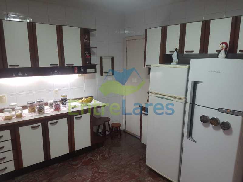 24. - Apartamento na Ribeira 3 quartos planejados sendo 1 suíte, copa cozinha planejada, dependência completa. 2 vagas de garagem. Rua Paramopama - ILAP30222 - 24