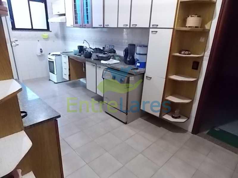 IMG-20180724-WA0077 - Cobertura na Portuguesa 3 quartos sendo 1 suíte com banheira, cozinha planejada, 2 vagas de garagem. Rua Haroldo Lobo. - ILCO30005 - 15