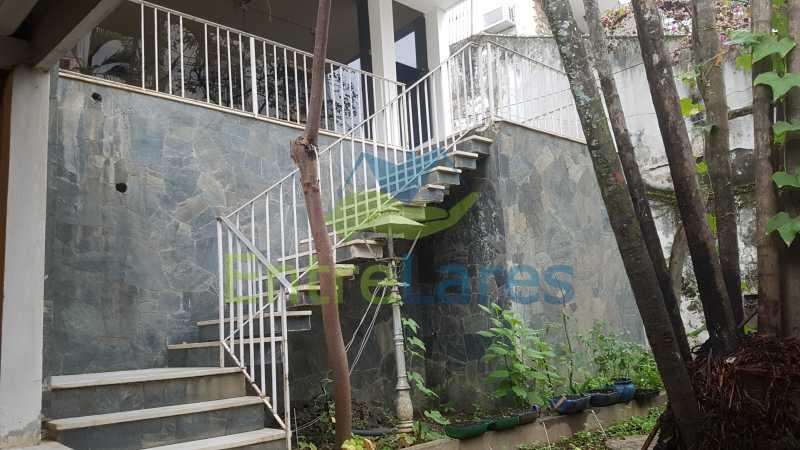 02 - Casa triplex no Jardim Guanabara 7 quartos sendo 1 suíte, varandão, copa cozinha planejada, piscina, terraço, 2 vagas de garagem. Aceita permuta. - ILCA70003 - 3