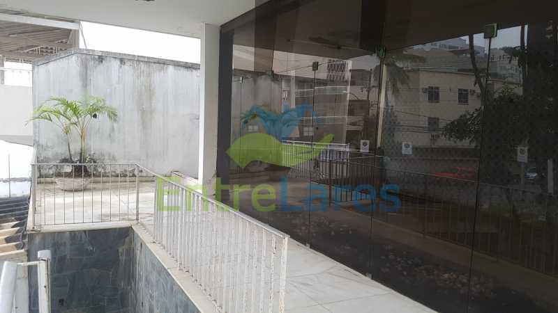 03 - Casa triplex no Jardim Guanabara 7 quartos sendo 1 suíte, varandão, copa cozinha planejada, piscina, terraço, 2 vagas de garagem. Aceita permuta. - ILCA70003 - 4