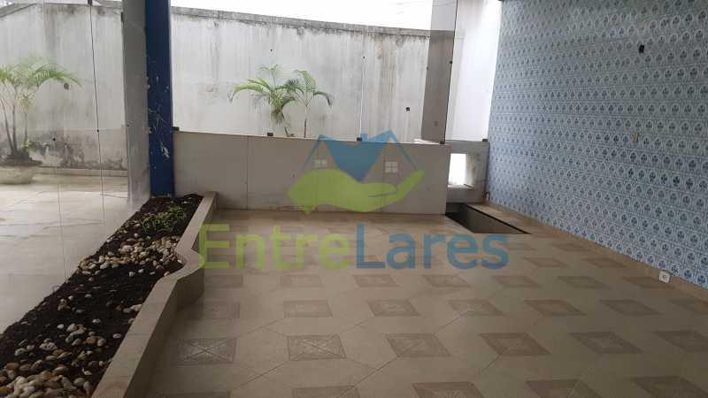 06 - Casa triplex no Jardim Guanabara 7 quartos sendo 1 suíte, varandão, copa cozinha planejada, piscina, terraço, 2 vagas de garagem. Aceita permuta. - ILCA70003 - 7