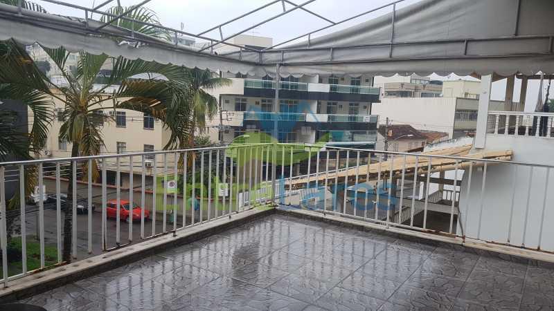 08 - Casa triplex no Jardim Guanabara 7 quartos sendo 1 suíte, varandão, copa cozinha planejada, piscina, terraço, 2 vagas de garagem. Aceita permuta. - ILCA70003 - 10