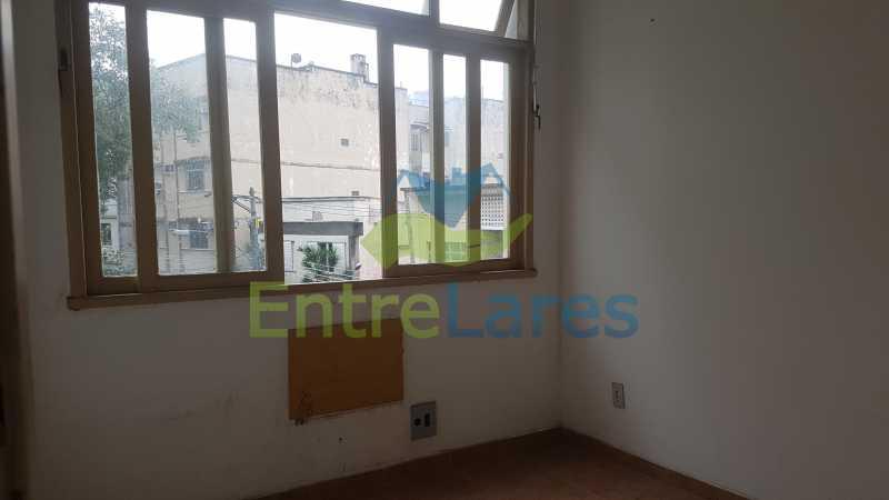 10 - Casa triplex no Jardim Guanabara 7 quartos sendo 1 suíte, varandão, copa cozinha planejada, piscina, terraço, 2 vagas de garagem. Aceita permuta. - ILCA70003 - 12
