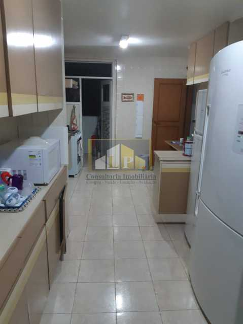 PHOTO-2019-07-12-09-47-30 - Apartamento Condomínio JARDIM OCEANICO, Rua Aldo Bonadei,Barra da Tijuca, Rio de Janeiro, RJ À Venda, 4 Quartos, 175m² - LPAP40135 - 8