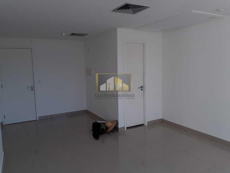 PHOTO-2019-08-22-10-38-40_2 - Sala Comercial Para Alugar no Condomínio ONE WORLD OFFICES - Jacarepaguá - Rio de Janeiro - RJ - LPSL00083 - 5