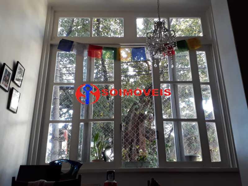 13245f00-46c4-42c0-be04-96ebbe - Charmoso apartamento em prédio pequeno, ótima localização entre Lagoa e Jardim Botânico. Vista copa das árvores. Sala, dois quartos, todo reformado. - LBAP22684 - 1