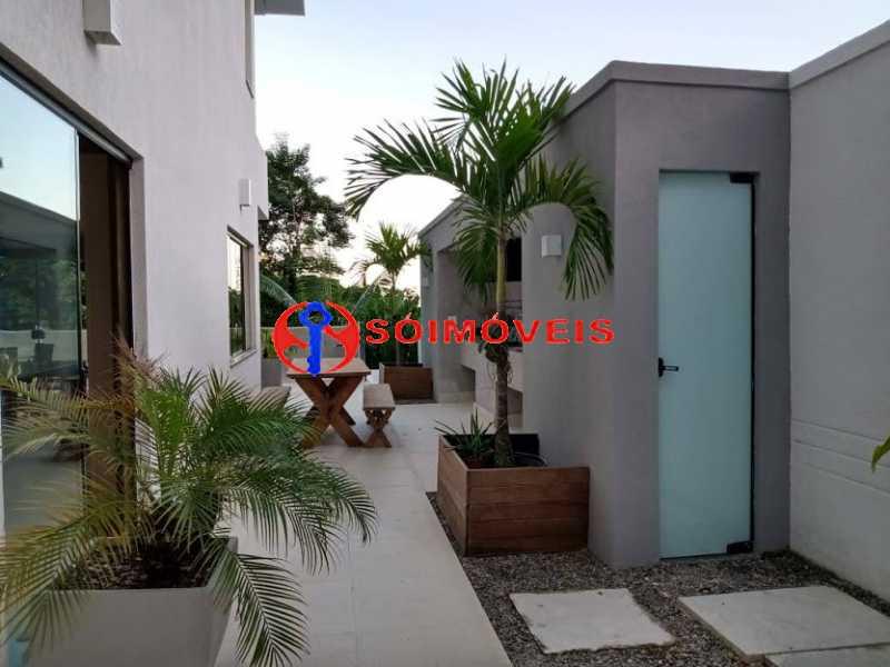 AI 36 - No Itanhangá magnífica casa triplex com uma infra estrutura sensacional. - LBCN50028 - 31