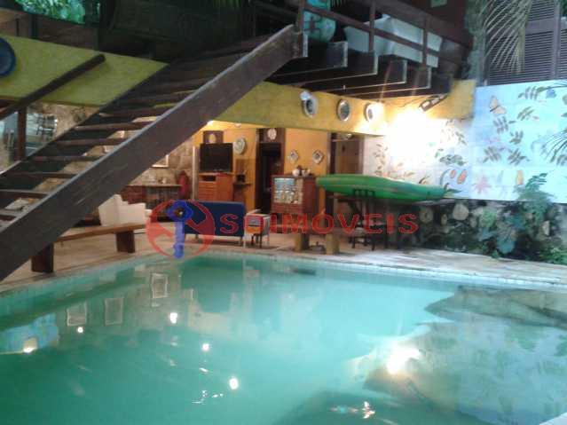 20160301_164751 - Linda casa no Jardim Botânico com piscina e vista deslumbrante para a Lagoa Rodrigo de Freitas.( 765 m² de área construída). Rua tranquila e silenciosa com guarita de segurança 24 hs. Oportunidade ! - LBCA40030 - 1