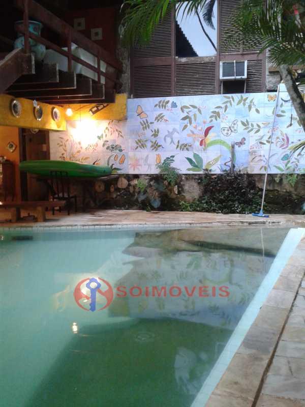 20160301_164809 - Linda casa no Jardim Botânico com piscina e vista deslumbrante para a Lagoa Rodrigo de Freitas.( 765 m² de área construída). Rua tranquila e silenciosa com guarita de segurança 24 hs. Oportunidade ! - LBCA40030 - 22