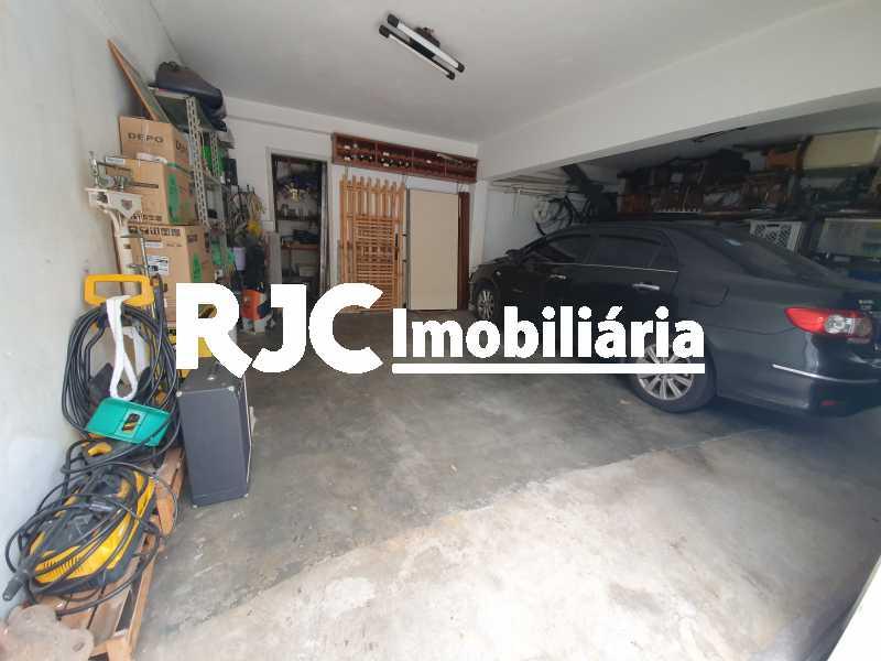 11 garagem coberta - Casa 5 quartos à venda Grajaú, Rio de Janeiro - R$ 1.680.000 - MBCA50078 - 28