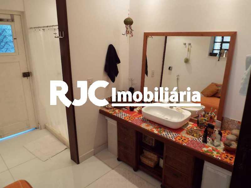 2A_MBanho_Suite_21 6_resized - Casa em Condomínio 4 quartos à venda Santa Teresa, Rio de Janeiro - R$ 2.100.000 - MBCN40011 - 26