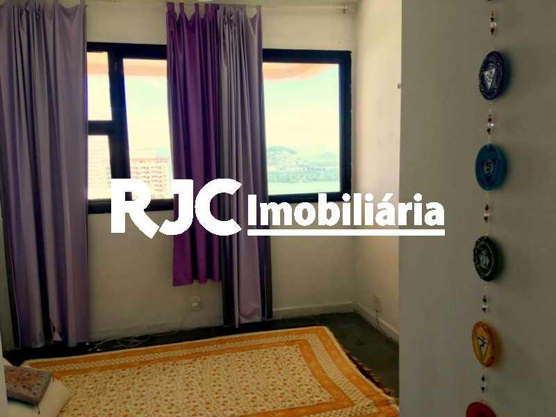 10.3. - Apartamento 2 quartos à venda Barra da Tijuca, Rio de Janeiro - R$ 790.000 - MBAP23884 - 13