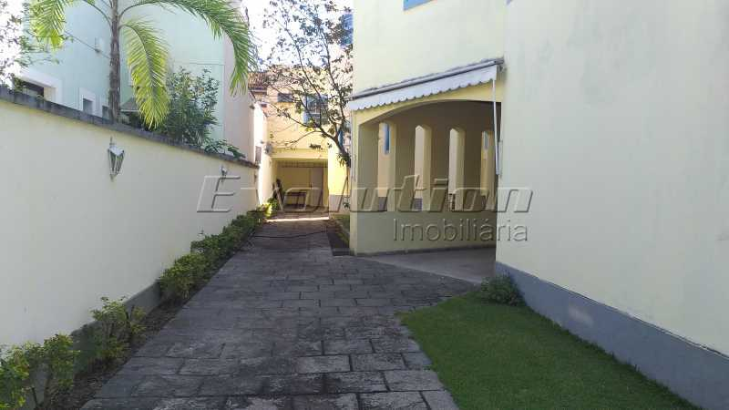 garagem - Casa no condomínio Lagoa Mar Sul - oportunidade. - EBCN40049 - 5