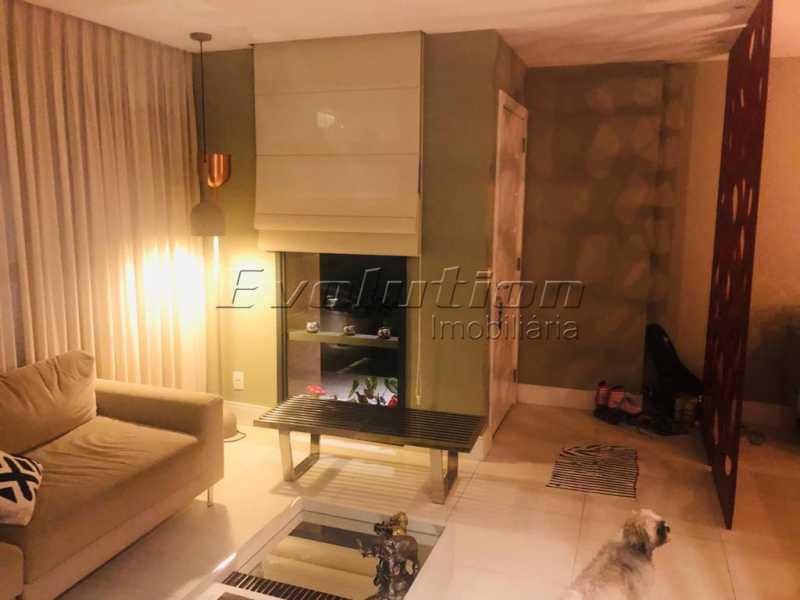 Sala de estar foto 1 - Casa finamente decorada por arquiteto no condomínio Enjoy. - EBCN40051 - 3