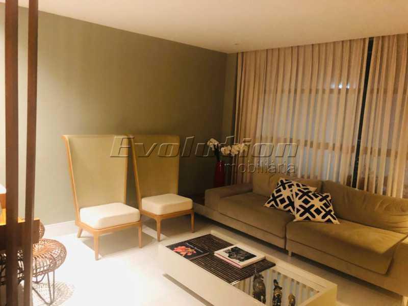 Sala foto 1 - Casa finamente decorada por arquiteto no condomínio Enjoy. - EBCN40051 - 5