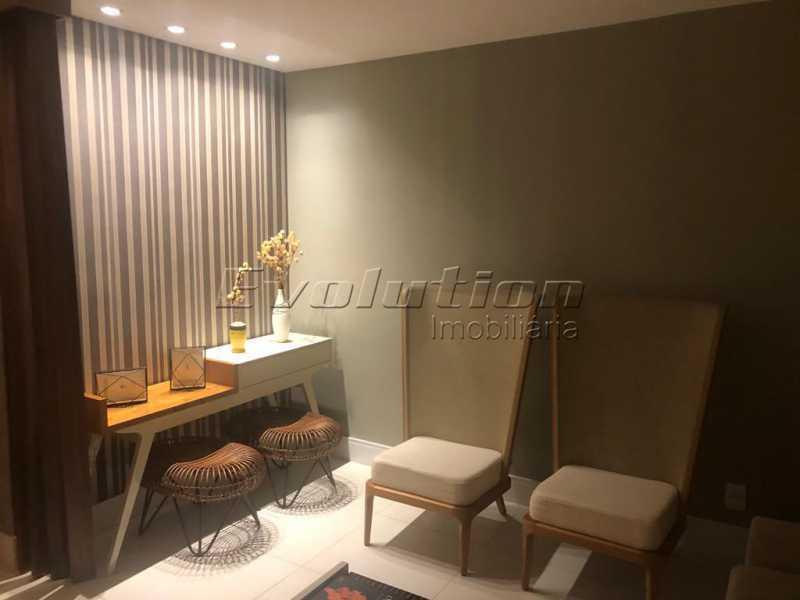Sala - Casa finamente decorada por arquiteto no condomínio Enjoy. - EBCN40051 - 6