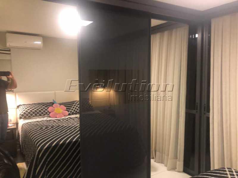 Suíte casal foto 2 - Casa finamente decorada por arquiteto no condomínio Enjoy. - EBCN40051 - 11